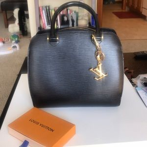 Louis Vuitton Pont Neuf handbag
